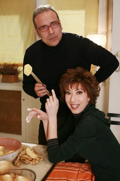 Veronica Pivetti con Enzo De Caro in un'immagine promozionale della fiction Provaci ancora Prof! 3