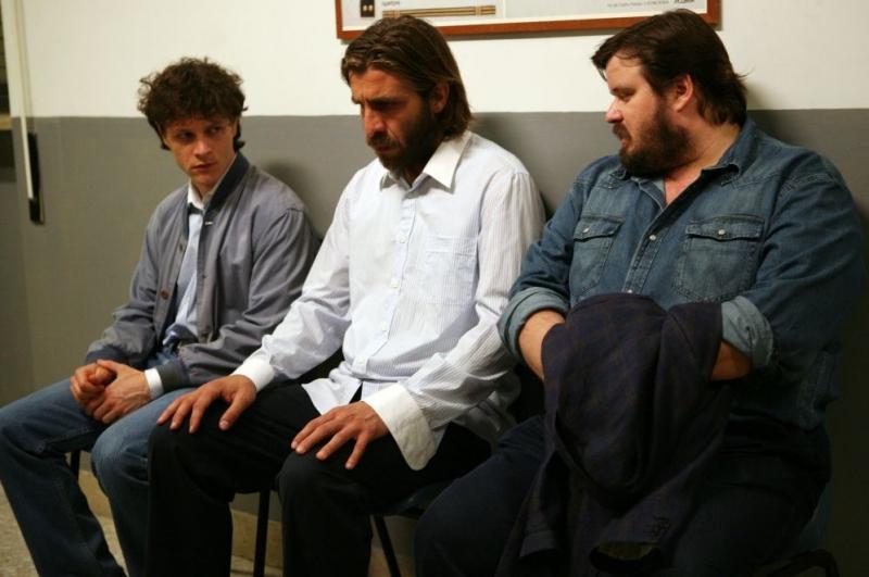 Andrea Bosca, Giovanni Calcagno e Giuseppe Battiston in una scena del film Si può fare