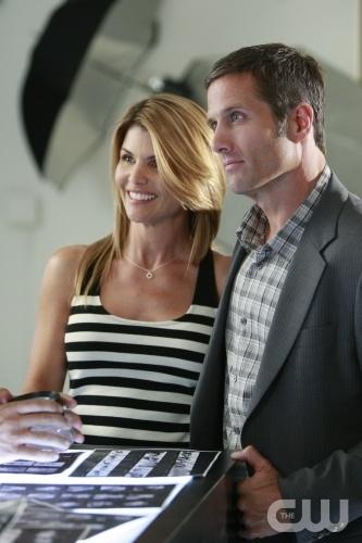 Lori Loughlin e Rob Estes in una scena dell'episodio Model Behavior di 90210
