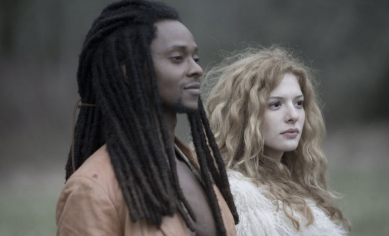 Edi Gathegi e Rachelle Lefevre in una scena del film Twilight