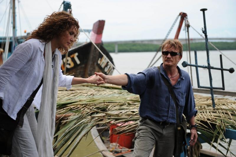 François Montagut e Lucrezia Lante della Rovere in una sequenza del film tv Ovunque tu sia