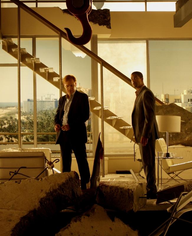 David Caruso insieme a Adam Rodriguez in un momento dell'episodio 'Wrecking Crew' della settima stagione di CSI Miami