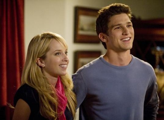 Megan Park e Daren Kagasoff in un'immagine de La vita segreta di una teenager americana (prima stagione)