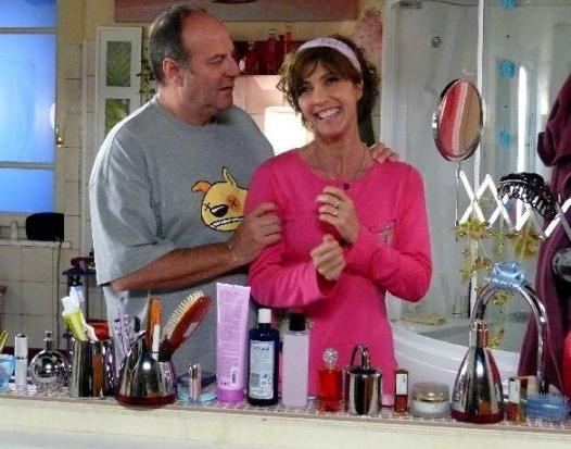 Maria Amelia Monti e Gerry Scotti in una scena del film tv Finalmente a casa