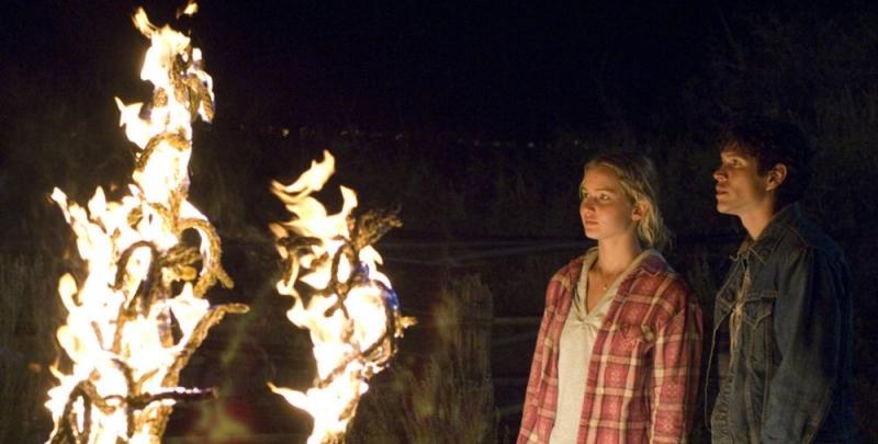 Jennifer Lawrence e Diego J. Torres in una scena del film drammatico The Burning Plain, diretto da Guillermo Arriaga