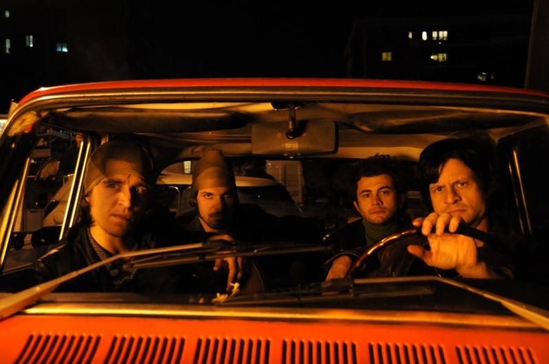 Una scena di gruppo della serie tv Romanzo Criminale