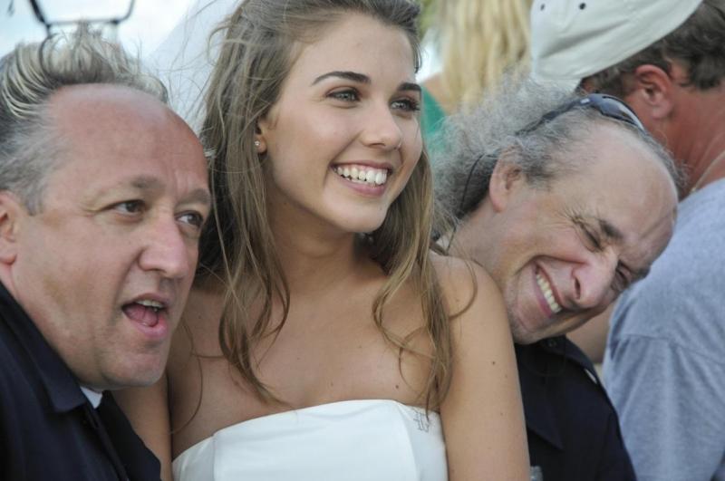 Bruno Arena, Martina Pinto e Max Cavallari in una scena del film La fidanzata di papà