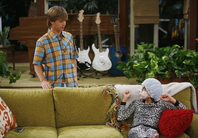 Jason Earles e Moises Arias nell'episodio Ready, Set, Don't Drive di Hannah Montana