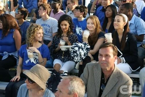 AnnaLynne McCord, Lauren London, Elisabeth Harnois e Jana Kramer nell'episodio That Which We Destroy di 90210