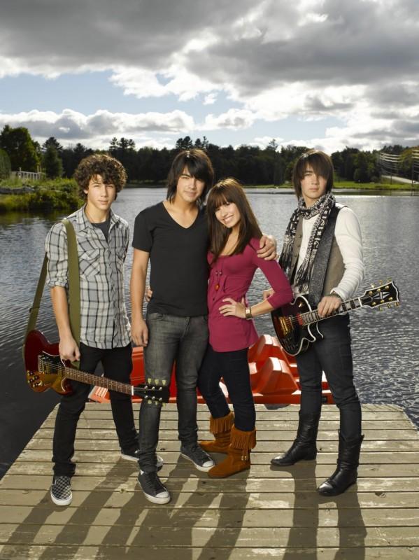 Kevin Jonas, Joe Jonas, Demi Lovato e Nick Jonas in una foto promozionale del film Camp Rock