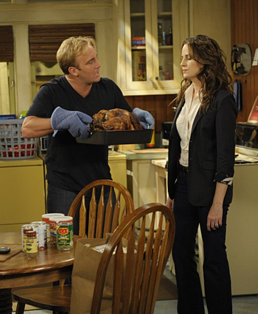 Jay Mohr e Paula Marshall in una scena dell'episodio Gary Gives Thanks di Gary Unmarried