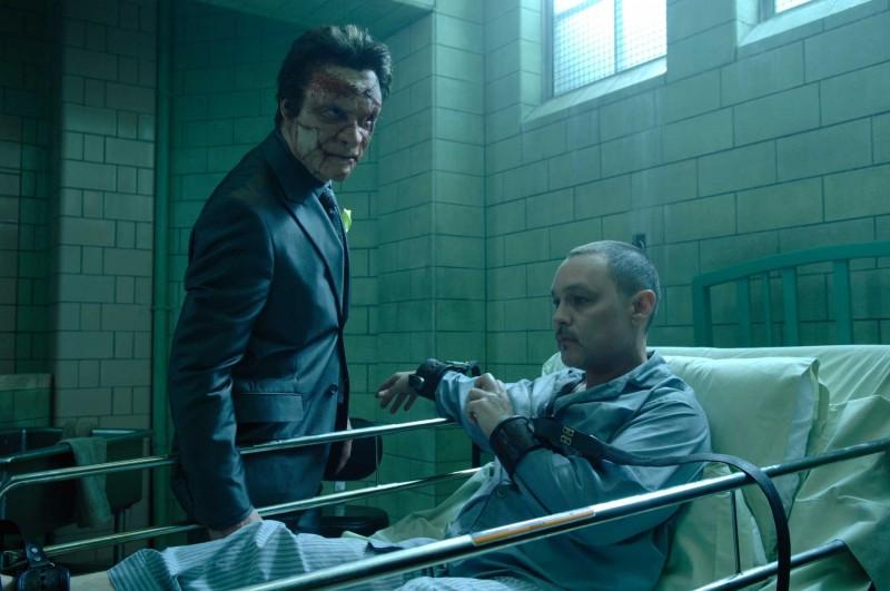 Dominic West e Doug Hutchison in una scena del film Punisher: War Zone
