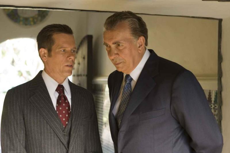 Kevin Bacon e Frank Langella in una scena del film Frost/Nixon
