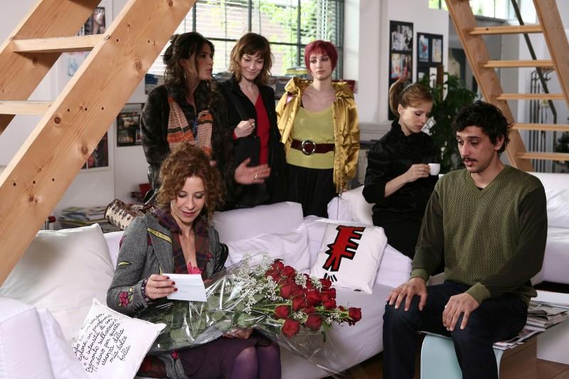 Francesca Inaudi, Stefania Rocca, Sonia Bergamasco e Irene Ferri in una scena di Tutti pazzi per amore