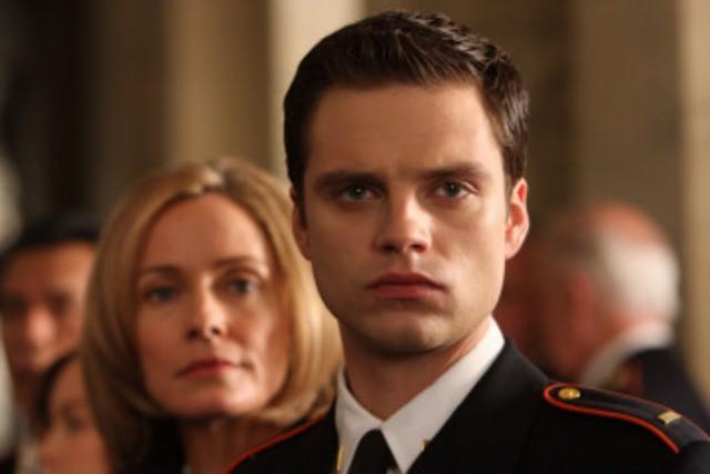 Susanna Thompson e Sebastian Stan in una scena della serie Kings