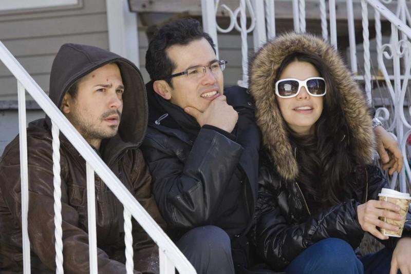 Freddy Rodriguez, John Leguizamo e Vanessa Ferlito in una scena del film Nothing Like the Holidays