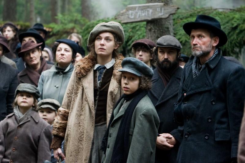 Alexa Davalos in un'immagine del film Defiance - I giorni del coraggio