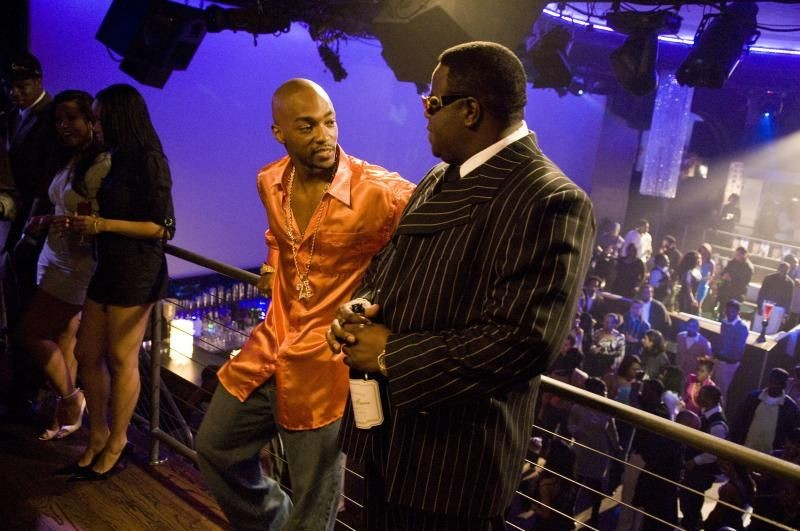 Anthony Mackie e Jamal Woolard in una scena del film Notorious