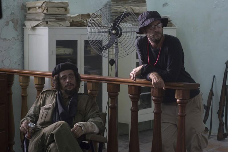 Benicio Del Toro e il regista Steven Soderbergh sul set del film Che - L'Argentino