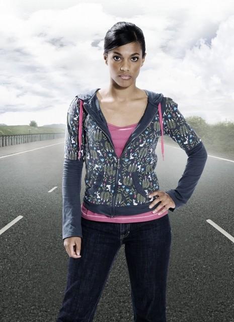 Freema Agyeman in una foto promozionale per la serie televisiva Survivors