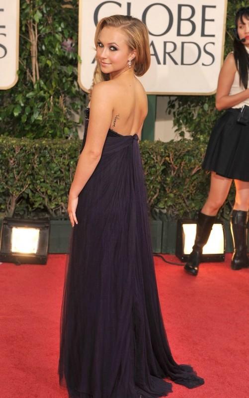 Hayden Panettiere, la cheerleader di Heroes, sul tappeto rosso dei Golden Globes 2009