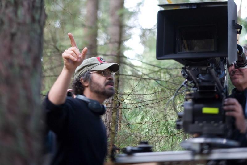 Il regista Edward Zwick sul set del film Defiance - I giorni del coraggio