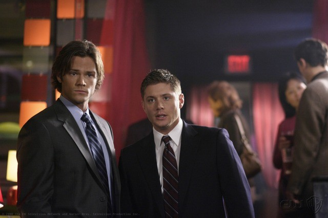 Jared Padalecki e Jensen Ackles in una scena dell'episodio Criss Angel is a Douche Bag di Supernatural