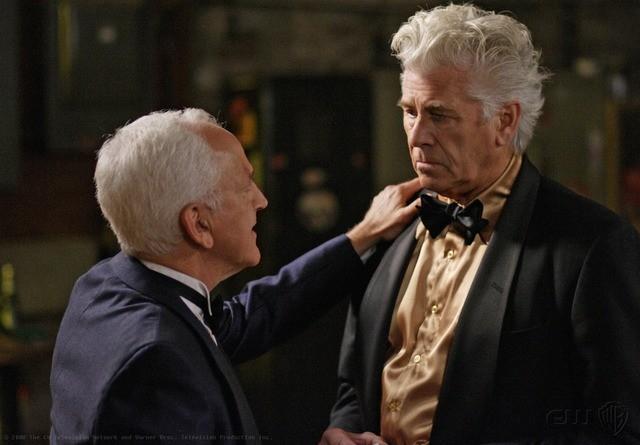 John Rubinstein e Barry Bostwick in una scena dell'episodio Criss Angel is a Douche Bag di Supernatural