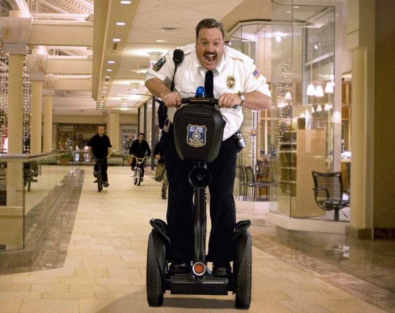 Kevin James è il protagonista del film Paul Blart: Mall Cop