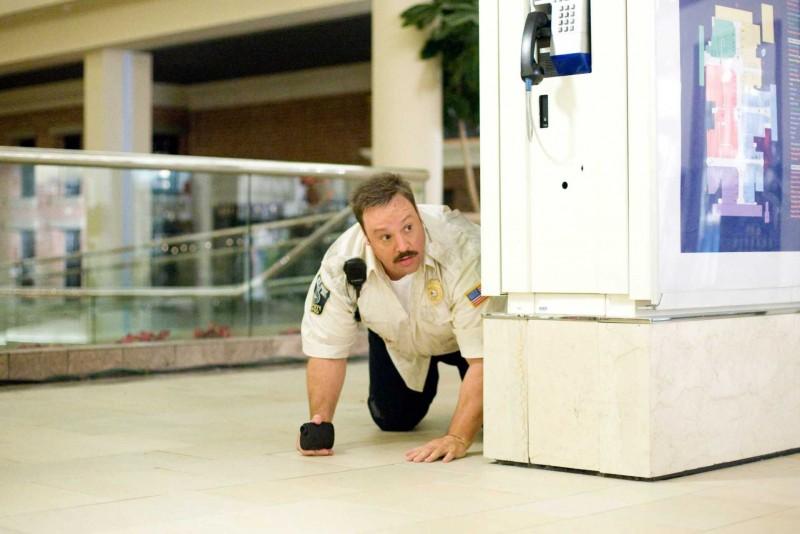 Kevin James in una scena di Paul Blart: Mall Cop