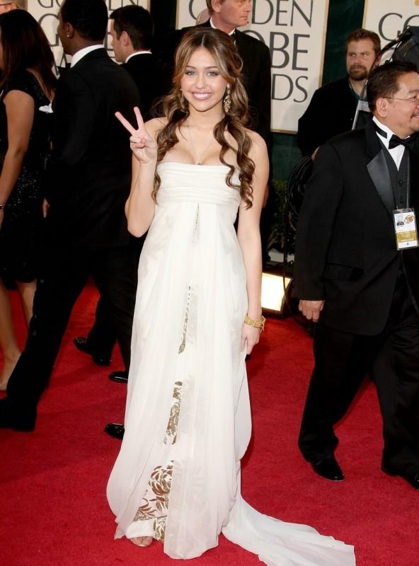 Miley Cyrus, la star di Hannah Montana, sfila sul red carpet dei Golden Globes 2009