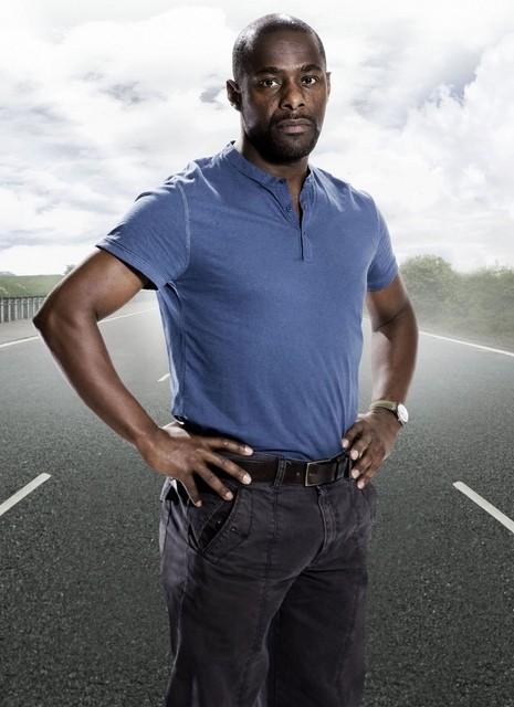 Paterson Joseph posa per una foto promozionale per la serie tv Survivors