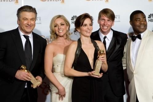 Tutto il cast di 30 Rock insieme a celebrare la vittoria come miglior serie tv comica ai Golden Globes 2009