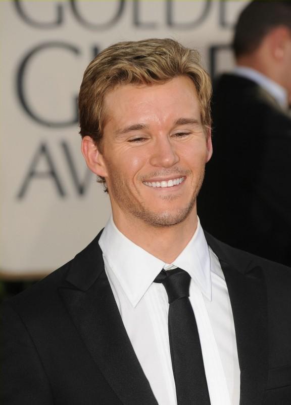 Un sorridente Ryan Kwanten sul red carpet dei Golden Globes 2009