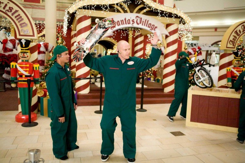 Victor T. Lopez e Jason Ellis in una scena di Paul Blart: Mall Cop