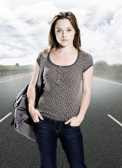 Zoe Tapper in un'immagine promozionale della serie tv Survivors