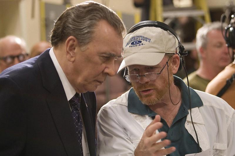 Frank Langella e il regista Ron Howard sul set del film Frost/Nixon - Il duello