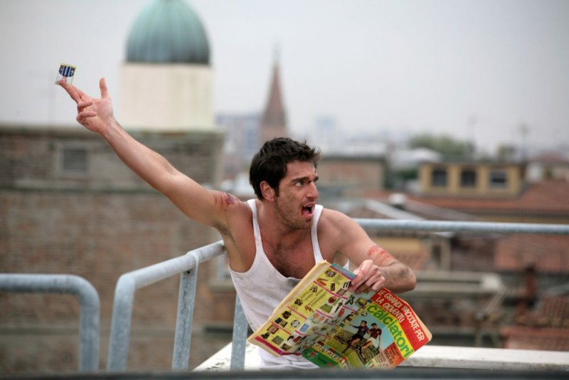 Giampaolo Morelli in un'immagine della seconda stagione de L'ispettore Coliandro
