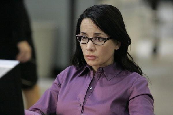 Janeane Garofalo in una scena del primo episodio del Day 7 di 24