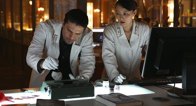 Lorenzo Flaherty e Jun Ichikawa in una scena della stagione 5 di R.I.S. - Delitti imperfetti