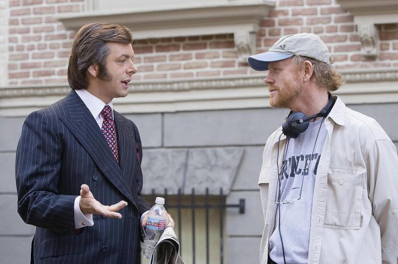 Michael Sheen e il regista Ron Howard sul set del film Frost/Nixon - Il duello