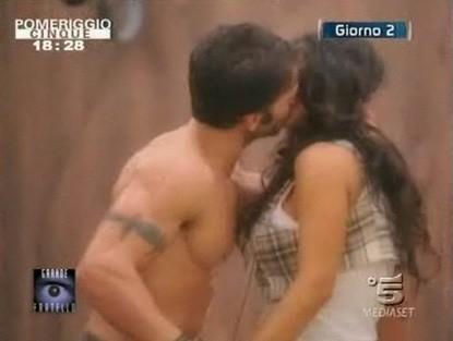 GF 9, giorno 2: il bacio tra Gianluca e Cristina