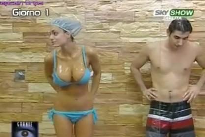 Grande Fratello 9: show piccante per Cristina Del Basso sotto la doccia