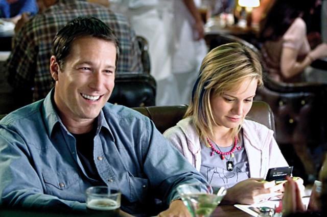 John Corbett e Brie Larson in una scena dell'episodio Work di The United States of Tara
