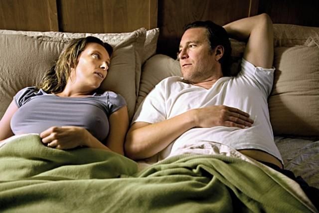 John Corbett e Toni Collette in una scena del pilot di The United States of Tara