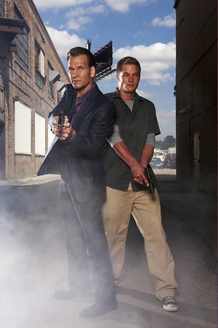 Patrick Swayze e Travis Fimmel in una foto promozionale della serie The Beast