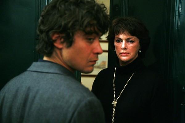 Anny Duperey e Riccardo Scamarcio nel film Eden Is West