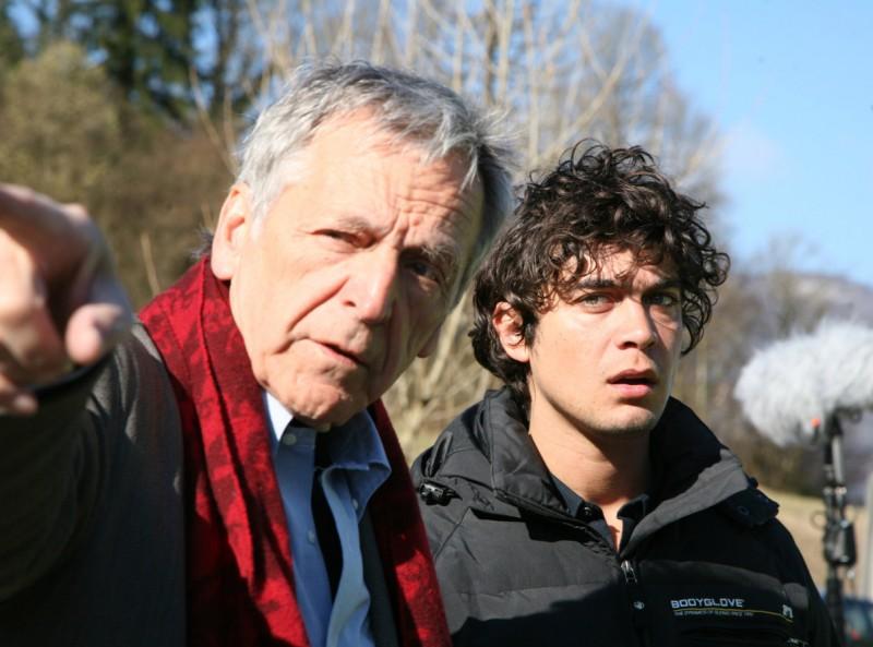 Riccardo Scamarcio insieme a Costa-Gavras sul set di Eden is West