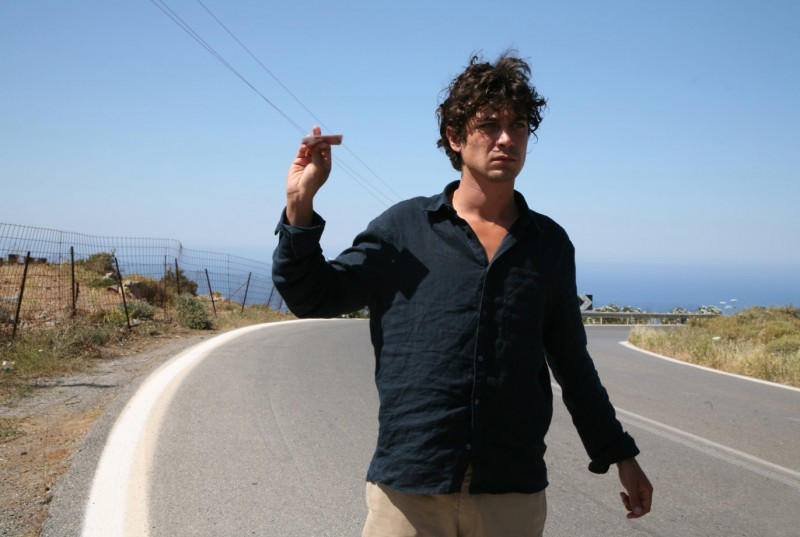Riccardo Scamarcio nel film Eden Is West del regista Costa-Gavras