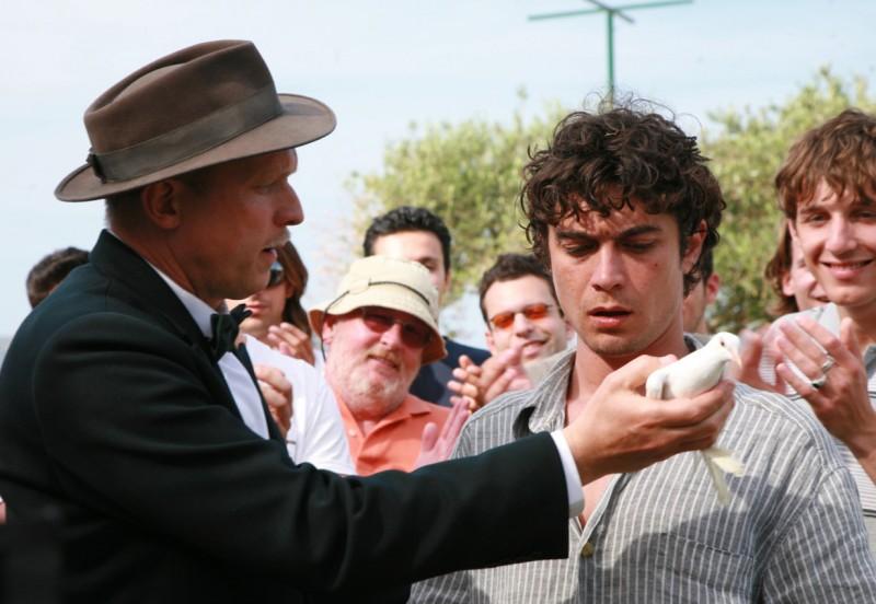 Riccardo Scamarcio nel film Eden Is West (Paradeisos sti disi) di Costa-Gavras
